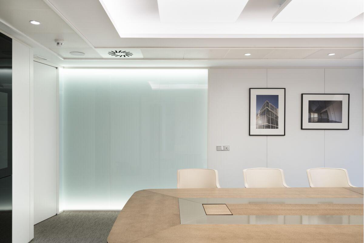 Galow Arquitectura saludable interiorismo well sala reunion oficinas lujo