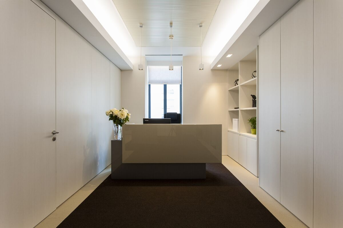 Galow Arquitectura saludable Private Bank Lisbon front desk interiorismo lujo well