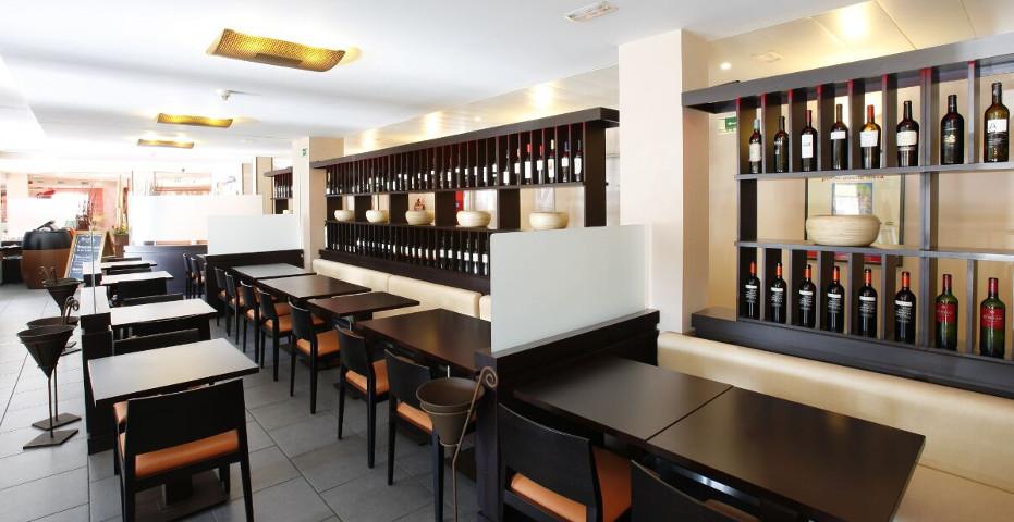 Imagen Corporativa restaurantes-vinotecas Ibis. 2004