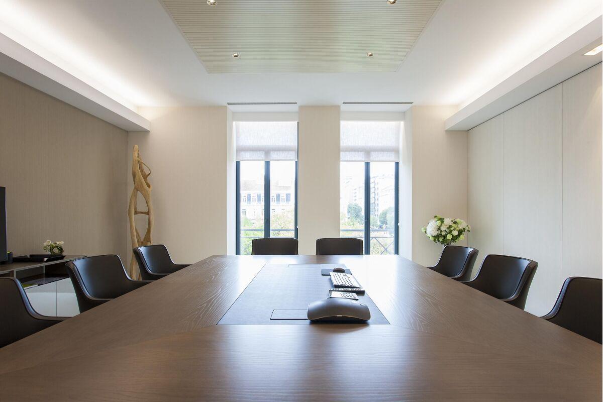 Galow sala reuniones banca privada Lisboa interiorismo lujo