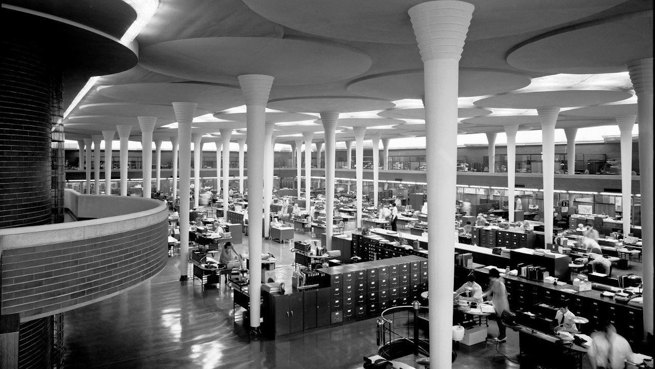 Open Space de Johnson Wax, proyectado por Frank Lloyd Wright en 1936. Fuente- CNN - Pinterest